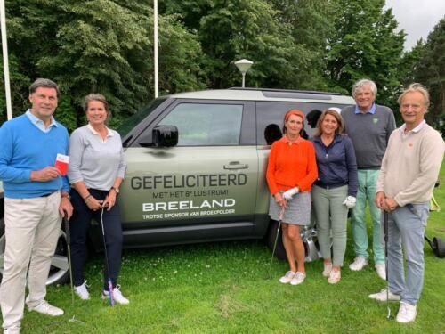 Flight voor de Landrover van Breeland met de sponsor Frits en Jacqueline Breeman, Angèle en Kees Reckers en Frank en Marjesse Tol.